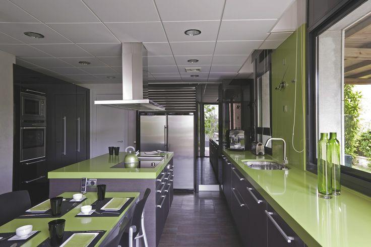 Cocinas verdes 2017 ideas para tu cocina hoy lowcost for Cocina encimera verde