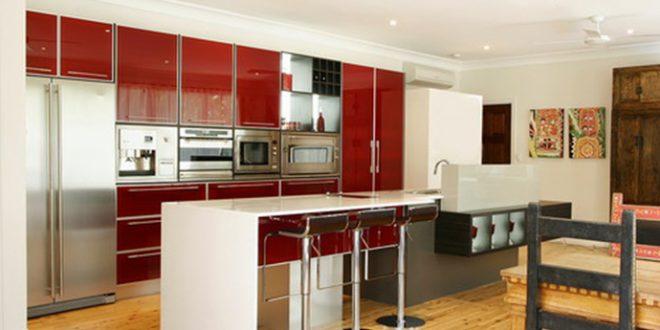 Cocina minimalista roja hoy lowcost for Casa minimalista roja
